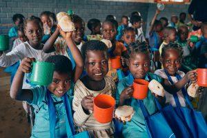 crianças escola moçambique